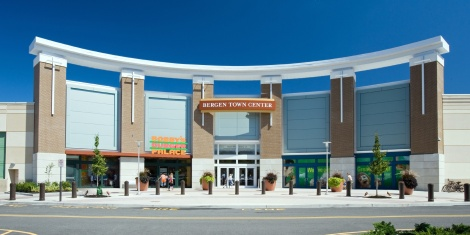 The Biggest Mall in NJ. Garden State Plaza is the biggest mall in NJ in size, as well as in the number of stores. The Garden State Plaza, as the mall is officially called, offers you more than outlet stores in an area of 2,, square foot.